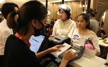 Các cửa hàng than vãn phí cà thẻ quá cao