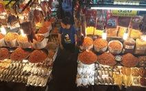 Tiểu thương chợ Sài Gòn tậu máy POS cà thẻ, xài ví điện tử