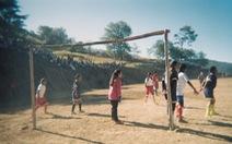 Chùm ảnh: 'Bóng đá trên đỉnh thế giới: Một giải đấu chẳng giống ai'