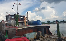 Bắt quả tang Công ty thủy sản Vĩnh Long khai thác cát trái phép trên sông Tiền