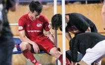 Hoàng Đức nén đau thi đấu, ông Park yêu cầu bác sĩ kiểm tra chấn thương ngay