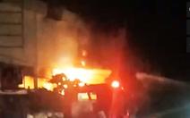 Camera ghi hình người châm lửa đốt nhà trọ làm 3 người chết ở Bình Tân