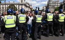 Hơn 100 người biểu tình ủng hộ phân biệt chủng tộc tại Anh bị bắt