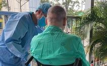Bệnh nhân phi công người Anh đã ngưng uống kháng sinh, 2 ngày tự thở ổn