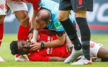 Trọng tài Marco Fritz trở thành 'người hùng' ở Bundesliga vì cứu mạng cầu thủ