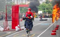 """Xem các chiến sĩ vượt """"tường lửa"""" chữa cháy, cứu nạn cứu hộ"""