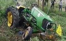 Xe tải tông vào xe công nông: Ít nhất 12 người thiệt mạng