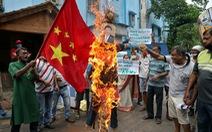 Dân Ấn Độ đốt hình ông Tập Cận Bình bên lễ tang 20 quân nhân