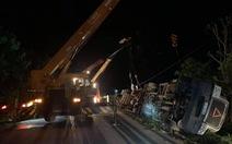 Xe 16 chỗ biển số Khánh Hòa bị xe container đè, giám đốc, thư ký và tài xế chết
