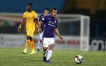Cú dứt điểm 'thảm họa' của cầu thủ giành 4 Quả bóng vàng Việt Nam