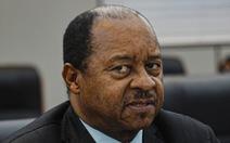 Kiếm chác từ mua thiết bị chống dịch COVID-19, Bộ trưởng Y tế Zimbabwe bị bắt