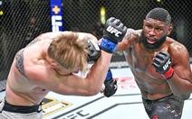 Võ sĩ MMA 9 lần 'xin thua' vẫn bị ép đấu tiếp và cái kết đắng