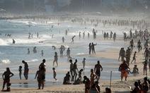 Kỳ lạ khi đã hơn 1 triệu ca nhiễm COVID-19, dân Brazil vẫn tràn ngập bãi biển