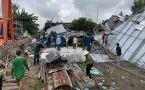 Dông lốc làm 171 căn nhà dân bị sập và tốc mái, người dân phải 'ngủ nhờ'