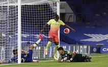 Thất bại trước Chelsea, Man City 'dâng' chức vô địch cho Liverpool