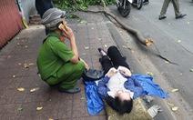 Cành cây to 'trên trời rơi xuống' làm người phụ nữ đi xe máy bị thương