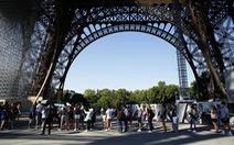 Tháp Eiffel đón khách trở lại sau 3 tháng đóng cửa do COVID-19
