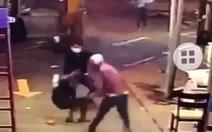 Truy bắt nhóm thanh niên nổ súng, rượt đuổi chém người dã man trên đường