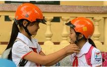 Khoảng 77% học sinh TP.HCM đội mũ bảo hiểm trên đường