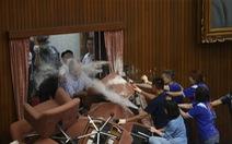Đảng thân Bắc Kinh chiếm cơ quan lập pháp ở Đài Loan, ẩu đả nổ ra