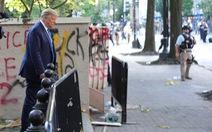 Ông Trump nói xuống hầm khẩn cấp khi biểu tình căng thẳng chỉ để 'kiểm tra'