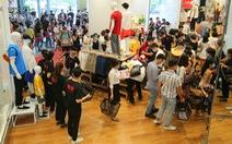 Vừa khai trương, cửa hàng Uniqlo Vincom Landmark 81 đã thu hút lượng lớn khách