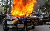 Dân Mexico giận dữ vì cảnh sát đánh chết người không đeo khẩu trang