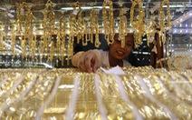 Giá vàng thế giới giằng co, vàng trong nước neo cao