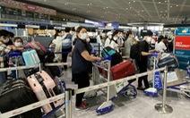 215 người trên cùng chuyến bay bệnh nhân 330, 331 có kết quả âm tính