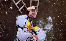 Sống sót sau 6 ngày rơi xuống bể nước sâu vì bị chó đuổi