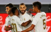 Real Madrid tái lập khoảng cách 4 điểm với Barca