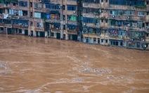 Hình ảnh lũ lụt nhấn chìm hai bờ sông Dương Tử