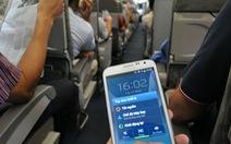 Vì sao phải tắt điện thoại khi máy bay cất, hạ cánh?