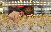 Giá vàng thế giới tăng lại, giá trong nước không theo kịp