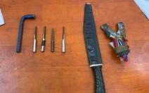 Nam thanh niên trộm xe máy, dùng dao chống trả lực lượng cảnh sát
