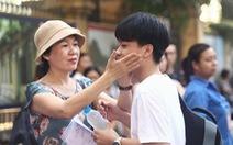 Sáng nay thi lớp 10 ở Hà Nội, TP.HCM: 'Dù kết quả thế nào thì bố mẹ vẫn yêu con'