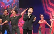 Những 'áo lính' xúc động xem 'Màu hoa đỏ' tại Nhà hát Lớn Hà Nội