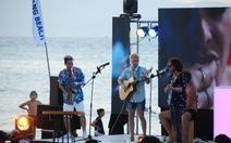 Kéo khách ùn ùn đến bãi biển Hội An sau COVID-19, đầu bếp được khen thưởng