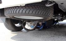 Bình Phước: Mẹ chở con, bị xe tải cuốn vào gầm ở ngay vòng xoay