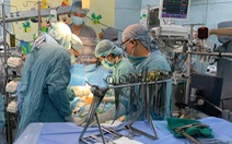 Một bé trai 9 tuổi ở quận 7 bị đâm thủng tim được mổ khẩn cấp