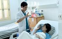 Mổ thức tỉnh: Bác sĩ mổ, bệnh nhân... nói và hát