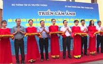Triển lãm ảnh về chủ quyền biển đảo Việt Nam và trao cờ Tổ quốc