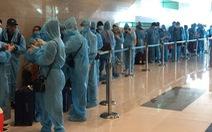 Hơn 240 người Việt từ Singapore đã về đến Tân Sơn Nhất