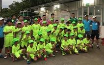 Hơn 30 học sinh từ Đà Lạt xuống TP.HCM để xem Quang Hải, Hùng Dũng