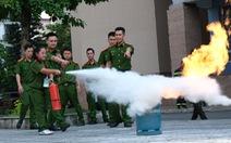'Chiến sĩ nhí' học chữa cháy, cứu người trong đám cháy