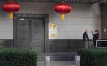 Một nhóm người Mỹ 'bí ẩn' đi cửa sau vô Tổng lãnh sự quán Trung Quốc ở Houston