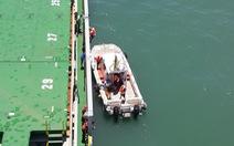 Thuyền viên kẹt trên biển do... phí cảng