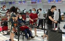 Chuyến bay thứ tư, đưa hơn 340 người Việt từ Canada về nước