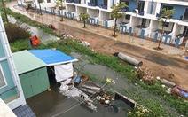 Khu nhà ở dự án mọc lên 'nuốt' luôn con rạch thoát nước của dân