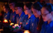 Thắp lên hàng ngàn ngọn nến sáng tri ân các anh hùng liệt sĩ